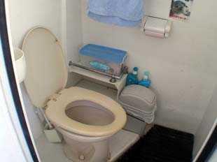 明るく清潔なトイレ