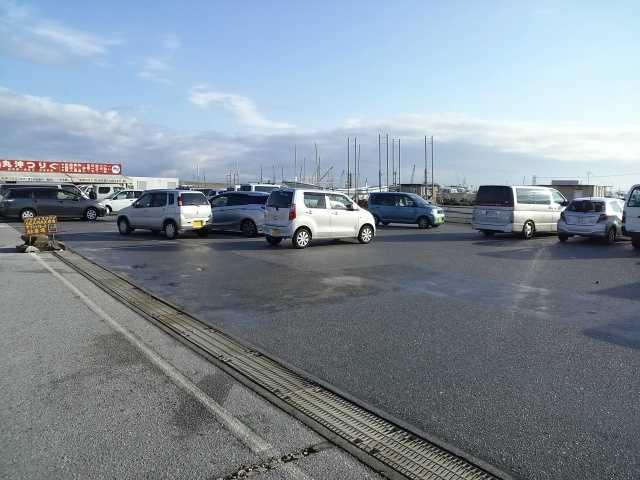 港 駐車場